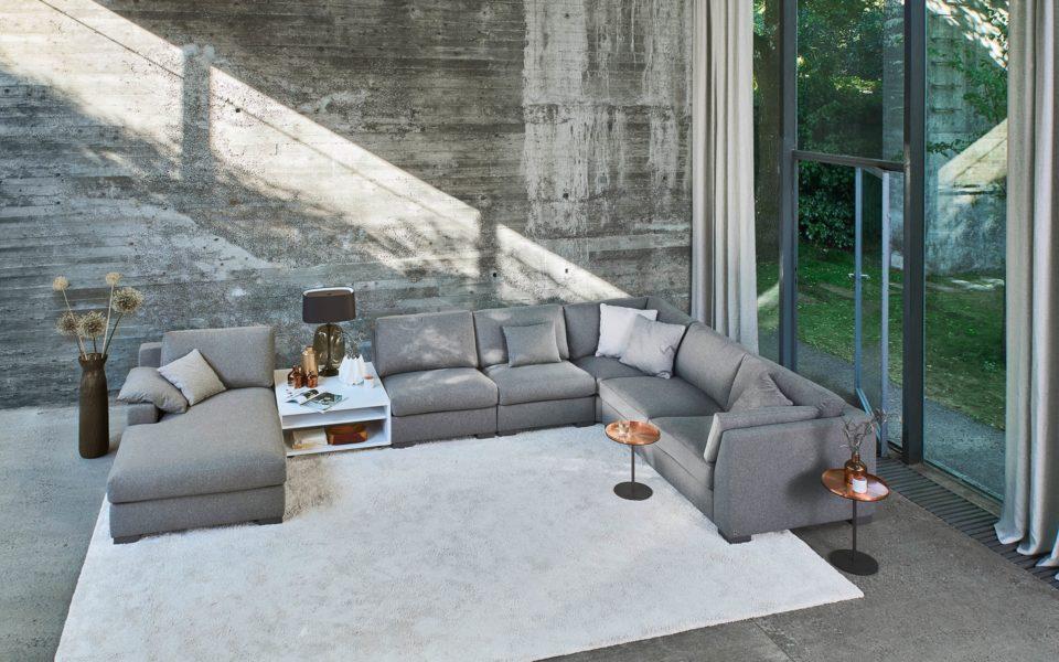 Hans G. Bock schenkt Ihnen zum Sofa Inspiration der Bielefelder Werkstätten den Bezugsstoff.