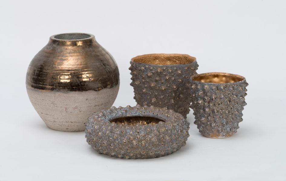 Accessoires bei Hans G. Bock: Keramik mit erdigem Glanz.