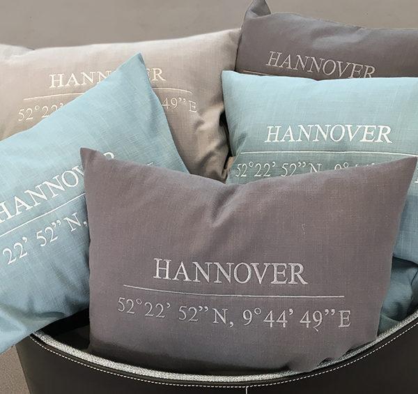 10 exklusive Hannover-Kissen verlost Hans G. Bock beim Facebook-Gewinnspiel.