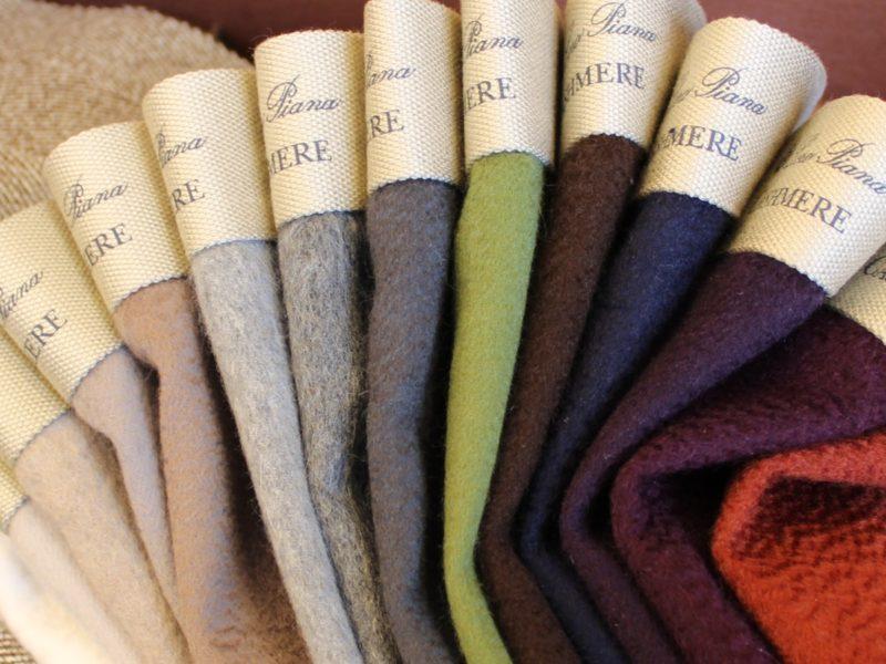 Hans G. Bock präsentiert in seinem Textilstudio in der Friesenstraße die aktuelle Interior-Kollektion von Loro Piana und schafft aus den edlen Stoffen weiche Polsterbezüge und elegante Vorhänge.